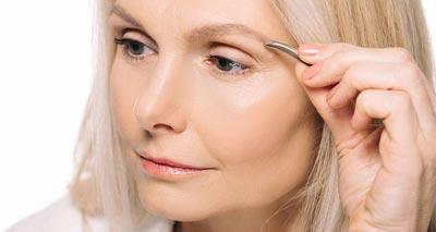 6 Easy Hacks to Color Grey Eyebrows<br/></noscript><img class=