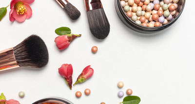 How to Clean and Sanitize Your Makeup Brushes<br/></noscript><img class=
