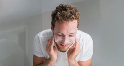 7 Skincare Tips for Men to Remember<br/></noscript><img class=